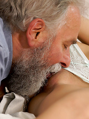 Chick rides old gentleman's joystick in daddy porn video