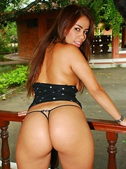 Casandra Ruiz has a huge ass that she loves to show off while she fingers herself