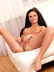 Sexy Amy Raye finger fucks her creamy pussy