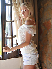 Blonde babe high heels pictures