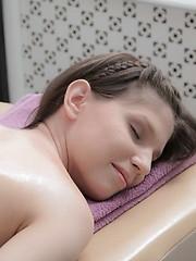 Teen hottie enjoys a good relaxing massage