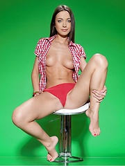 Sultry, seductive eyes, a sultry smile, and lots of open, explicit poses that showcase Elle\'s awesome physique, enviable sexy legs, and gorgeous, puffy nipples.
