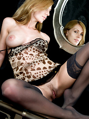 Vanity and seduction by the mirror, filled with overwhelmingly erotic desires.