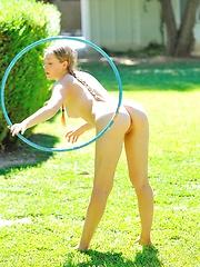 Aurielee nude hulahooper