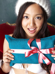 Shizuka Asian honey is Santa girl with hot body and many presents