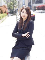 Hikaru Matsu flaunts her hot body outdoors