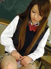 Sexy babe Ria Sakurai gets nailed in class