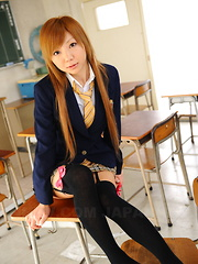Nasty babe Rui Hazuki gets licked at school
